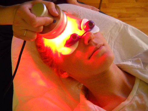 led-light-therapy-forehead
