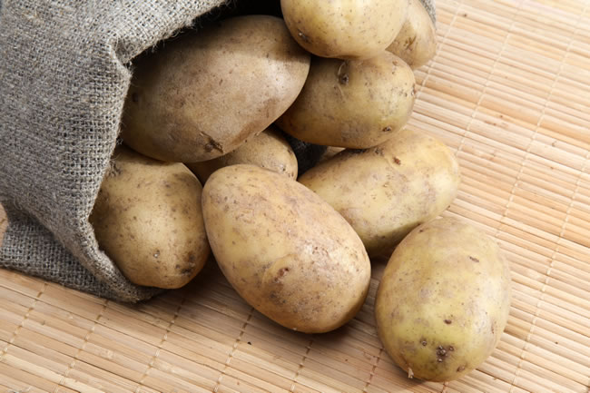Apply-Raw-Potatoes-in-Your-Underarms